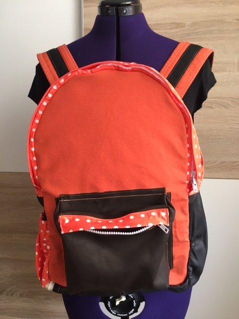 rucksack-dots1.JPG